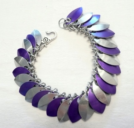 C84 silver & purple scales chainmaille bracelet