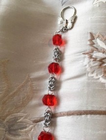 9 Byzantine chain anodised aluminium with chunky red beads close up